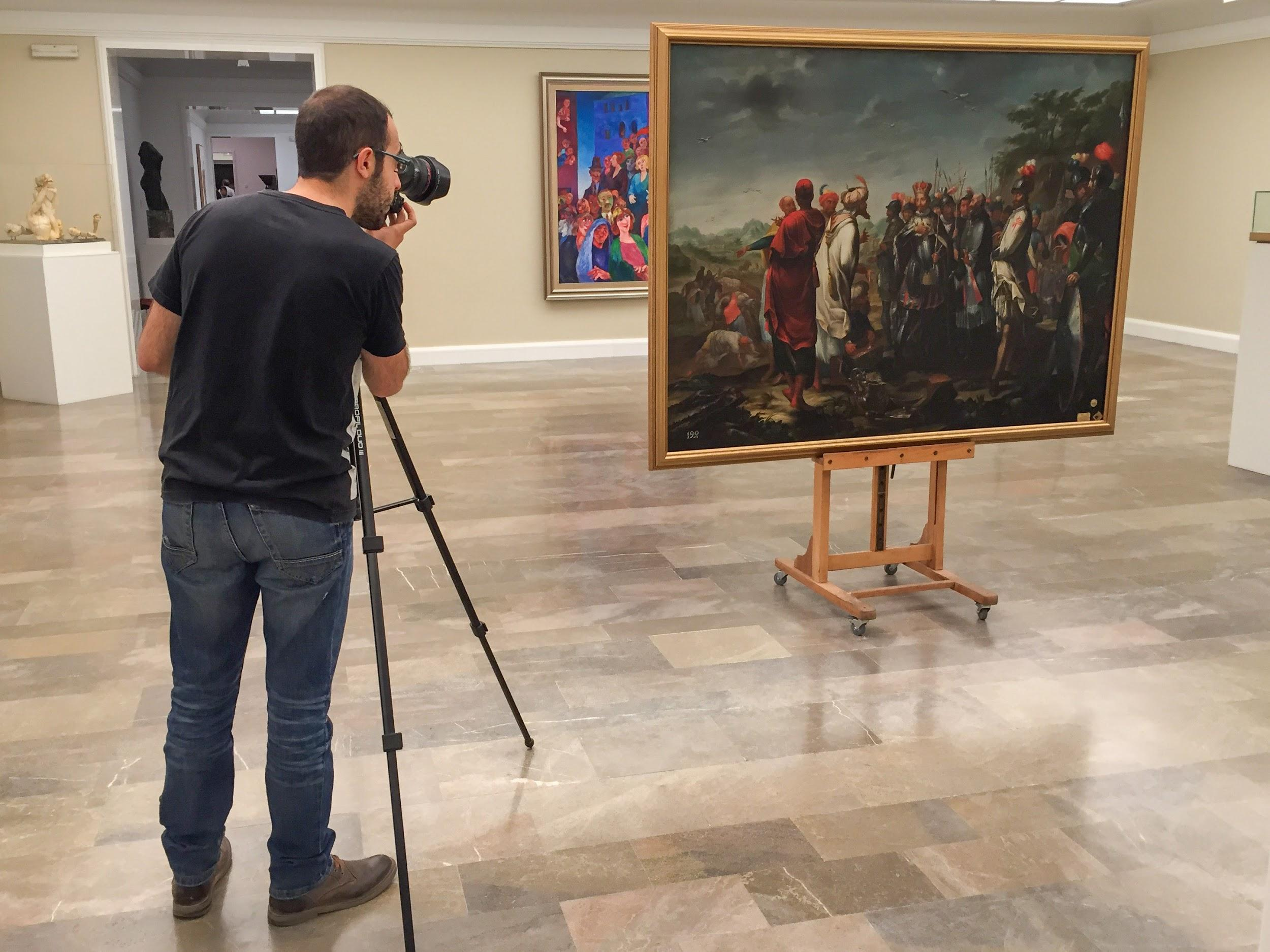 Fig. 2 3D scanning Juan de Miranda's painting at the Royal Academy of Fine Arts of Spain.